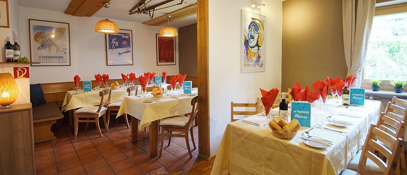 austria_kitzbuhel-alps_kitzbuhel_chalet-linda_dining-room.jpg